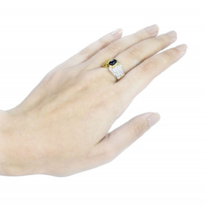 Anel em Ouro Amarelo com Safira Cabochão com Diamantes