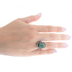 Anel Ródio Negro com Esmeralda e Diamantes.