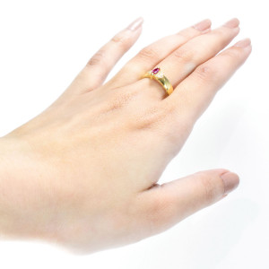Anel em Ouro Amarelo com Rubi, Gemas Incolores