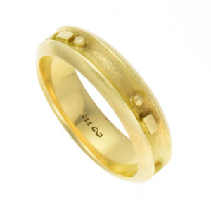 Anel A. Bernardo Braile em Ouro Amarelo